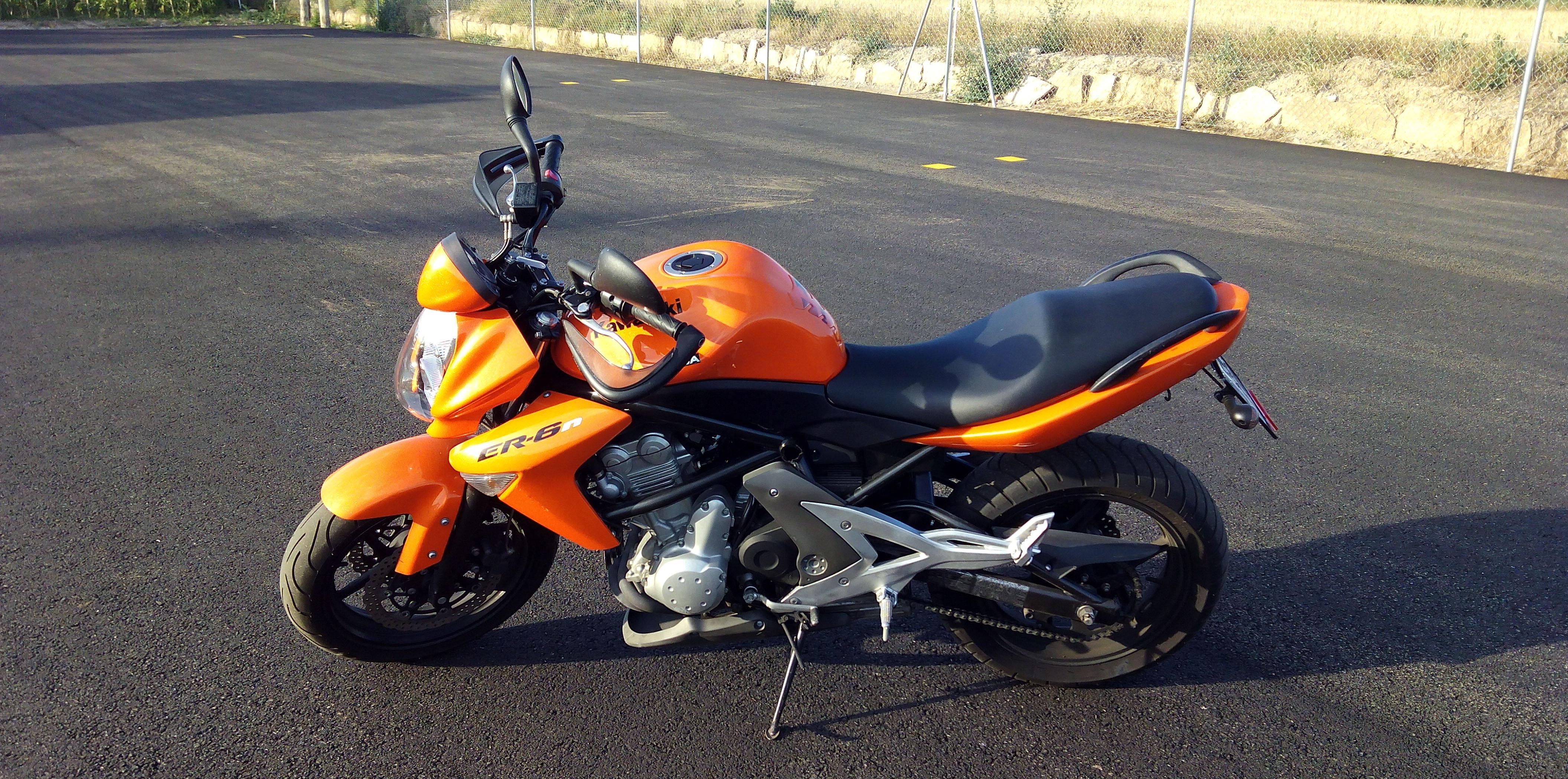 Kawasaki-ER6N-650cc